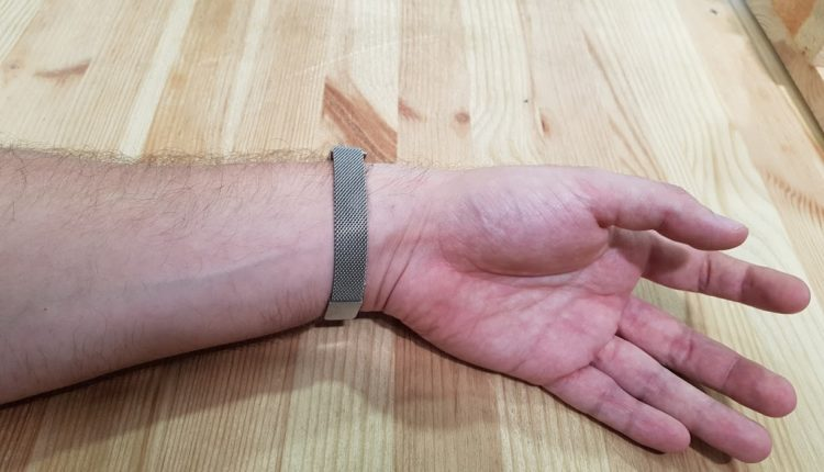 Recensione Fitbit Alta HR cinturino magnetico in maglia milanese